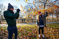 © Licensed to London News Pictures. 29/11/2016. London, UK. A couple looks at remaining autumn leaves in Hyde Park, London on a frosty morning as temperatures in the capital drop as low as -3C on Tuesday, 29 November 2016. Photo credit: Tolga Akmen/LNP