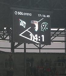 30.03.2013, SGL Arena, Augsburg, GER, 1. FBL, FC Augsburg vs Hannover 96, 27. Runde, im Bild Eckball-Verhvßltnis 14:1 fv?r den FCA kurz vor Schluss // during the German Bundesliga 27th round match between FC Augsburg and Hannover 96 at the SGL Arena, Augsburg, Germany on 2013/03/30. EXPA Pictures © 2013, PhotoCredit: EXPA/ Eibner/ Klaus Rainer Krieger..***** ATTENTION - OUT OF GER *****