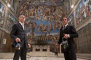 Roma, 19.06.18. Gianni Crea, jefe del equipo de claveros que custodian las 2.797 llaves de los Museos Vaticanos, junto a Alessio Censoni en la Capilla Sixtina.<br /> Foto: Víctor Sokolowicz