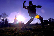 Playing catch during a sunny afternoon. (Rod Mar / The Seattle Times, 2001)