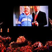 NLD/Amsterdam/20110722 - Afscheidsdienst voor John Kraaijkamp, kist met beeltenis