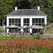 NLD/Staverden/20121004- Huwelijk schaatsster Marianne Timmer met voetbalkeeper Henk Timmer, landgoed kasteel Staverden