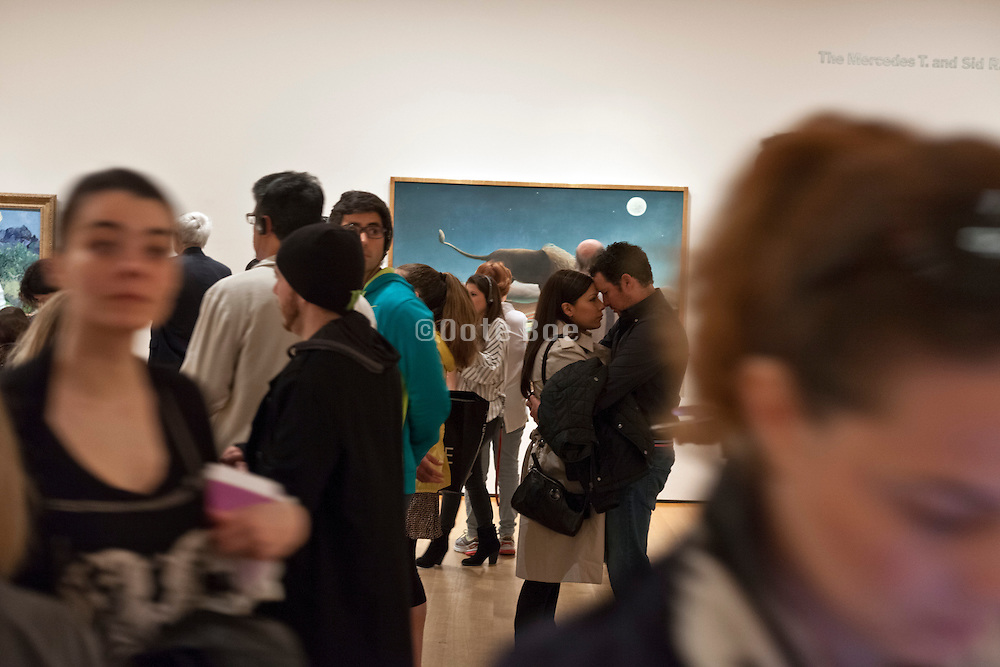love in public - embracing inside the Museum of Modern Art New York