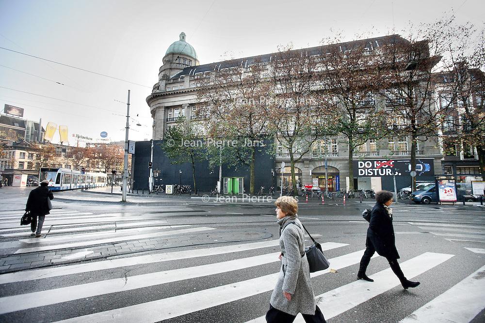Nederland, Amsterdam , 23 november 2011..Taxistandplaats op het Leidse plein wordt verlegd om de hoek tegenover het Americain..Foto:Jean-Pierre Jans