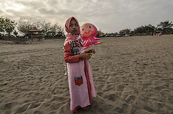 August 31, 2017 - Bantul, YOGYAKARTA SPECIAL REGENCY, INDONESIA - Indonesia child girl playing ballon. Indonesian Muslims gather to perform Eid al-Adha prayers at the sand dunes of Parangkusumo Beach on September 1, 2017 in Yogyakarta, Indonesia. Muslims around the world celebrate Eid al-Adha, to commemorate Abraham's willingness to sacrifice his son as a sign of his obedience to God, where they sacrifice animals that are permissible, generally goats, sheep, and cows. (Credit Image: © Slamet Riyadi via ZUMA Wire)