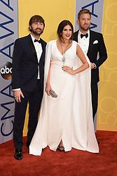 Hillary Scott, Charles Kelley, und Dave Haywood, Lady Antebellum bei den 50. Country Music Awards in Nashville / 021116<br /> <br /> *** Country Music Awards 2016, Nashville, USA, November 2, 2016 ***