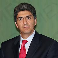 Toluca, México.- Ernesto Némer Álvarez, secretario General de Gobierno durante la firma de convenio de coordinación y colaboración  entre la PGR y GEM para la creación y funcionamiento de los centros de operación estratégica llamados COES.  Agencia MVT / José Hernández