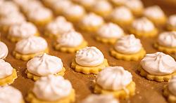 THEMENBILD - fertige Kekse in Reihen, aufgenommen am 04. Dezember 2017, Kaprun, Österreich // finished biscuits in rows on 2017/12/04, Kaprun, Austria. EXPA Pictures © 2017, PhotoCredit: EXPA/ JFK