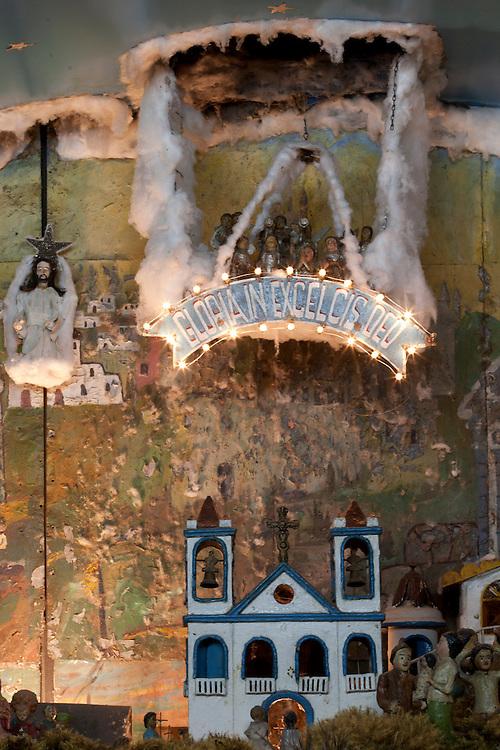 Belo Horizonte_MG, Brasil...Presepio do Pipiripau, localizado no Museu de Historia Natural e Jardim Botanico (MHNJB) da UFMG , o Presepio do Pipiripau foi criado ao longo do seculo XX, pelo artesao Raimundo Machado, sincroniza 586 figuras moveis, distribuidas por 45 cenas, que contam a historia da vida e da morte de Jesus Cristo, costurada ao cotidiano de uma cidade, com sua variedade de artes e oficios em Belo Horizonte, Minas Gerais...One of the main attractions in Belo Horizonte, the Presepio do Pipiripau is located in the Museu de Historia Natural and the Jardim Botanico da UFMG. The work is a representation of the manger where the baby Jesus was received at birth.Produced by the craftsman Raimundo Machado, in Minas Gerais, the crib began to be assembled in 1906, when Raimundo was 12. Today, the work translates 45 scenes of the birth of baby Jesus...Foto: LEO DRUMOND / NITRO