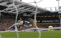 Photo: Ashley Pickering/Sportsbeat Images.<br /> Norwich City v Ipswich Town. Coca Cola Championship. 04/11/2007.<br /> Alan Lee of Ipswich (blue) beats Norwich goalie David Marshall to score the opener
