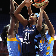 UNCASVILLE, CONNECTICUT- MAY 05:  Reshanda Gray #21 of the Atlanta Dream drives to the basket during the Atlanta Dream Vs Chicago Sky preseason WNBA game at Mohegan Sun Arena on May 05, 2016 in Uncasville. (Photo by Tim Clayton/Corbis via Getty Images)