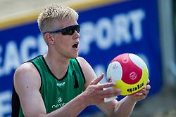 17-06-2016 NED: Beachvolleybaltoernooi eredivisie, Amsterdam<br /> Op het Mercatorplein in Amsterdam gaan de beachers uit de eredivisie van start / Michiel van Dorsten