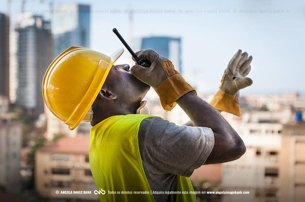 Progresso. Reconstrução Nacional em Angola, Luanda. Novas infraestruturas.