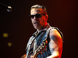 © Licensed to London News Pictures . 15/12/2015 . Manchester , UK . RICKY WARWICK leads the Black Star Riders performing at the Manchester Arena . Photo credit : LNP