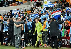 02.07.2010, Soccer City Stadium, Johannesburg, RSA, FIFA WM 2010, Viertelfinale, Uruguay (URU) vs Ghana (GHA) im Bild die Spieler von Uruguay jubeln über den Sieg, EXPA Pictures © 2010, PhotoCredit: EXPA/ InsideFoto/ Perottino, ATTENTION! FOR AUSTRIA AND SLOVENIA ONLY!
