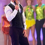 NLD/Hilversum/20110204 - 2e Liveshow Sterren Dansen op het IJs 2011, presentator Gerard Joling