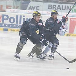 39 Thomas Greilinger (Spieler ERC Ingolstadt) und 97 Simon Schuetz (Spieler ERC Ingolstadt) im Hintergrund 6 Benedikt Brueckner (Spieler Schwenninger Wild Wings) beim Spiel, ERC Ingolstadt (dunkel)- Schwenninger Wild Wings (hell).<br /> <br /> Foto © PIX-Sportfotos *** Foto ist honorarpflichtig! *** Auf Anfrage in hoeherer Qualitaet/Aufloesung. Belegexemplar erbeten. Veroeffentlichung ausschliesslich fuer journalistisch-publizistische Zwecke. For editorial use only.