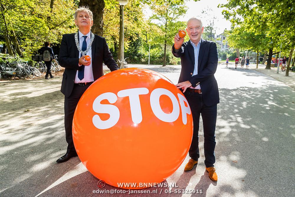 NLD/Amsterdam/20160909 - Aftrap 3de Stoptober, burgemeester Eberhard van der Laan en KWF directeur Michel Rudolphie