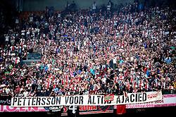 25-04-2010 VOETBAL: AJAX - FEYENOORD: AMSTERDAM<br /> De eerste wedstrijd in de bekerfinale is gewonnen door Ajax met 2-0 / Ajax support publiek spandoek pettersson<br /> ©2009-WWW.FOTOHOOGENDOORN.NL