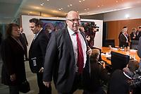 23 JAN 2013, BERLIN/GERMANY:<br /> Peter Altmeier, CDU, Bundesumweltminister, auf dem Weg zu seinem Platz, vor Beginn der Kabinettsitzung, Bundeskanzleramt<br /> IMAGE: 20130123-01-006<br /> KEYWORDS: Kabinett, Sitzung