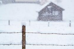 19.04.2017, Kaprun, AUT, Wintereinbruch in Salzburg, im Bild ein Stacheldrahtzaun mit Schnee bedeckt // A barbed wire fence covered with snow, Kaprun, Austria on 2017/04/19. EXPA Pictures © 2017, PhotoCredit: EXPA/ JFK
