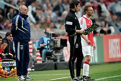 25-04-2010 VOETBAL: AJAX - FEYENOORD: AMSTERDAM<br /> De eerste wedstrijd in de bekerfinale is gewonnen door Ajax met 2-0 / Martin Jol en Dennis Rommedahl<br /> ©2010-WWW.FOTOHOOGENDOORN.NL