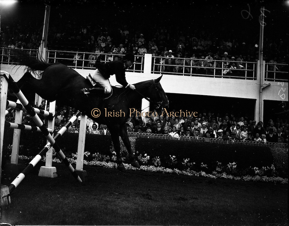 """03/08/1960<br /> 08/03/1960<br /> 03 August 1960<br /> R.D.S Horse Show Dublin (Wednesday). Miss Ann Townsend of Great Britain riding """"Bandit IV"""" at the Dublin Horse Show."""