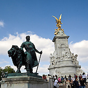 The Victoria Memorial in London, placed at the centre of Queen's Gardens in front of Buckingham Palace. Lion sculptures