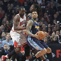 26 March 2012: Denver Nuggets small forward Wilson Chandler (21) spins around Chicago Bulls small forward Luol Deng (9) during the Denver Nuggets 108-91 victory over the Chicago Bulls at the United Center, Chicago, Illinois, USA. NOTE TO USER: User expressly acknowledges and agrees that, by downloading and or using this photograph, User is consenting to the terms and conditions of the Getty Images License Agreement. Mandatory Credit: 2012 NBAE (Photo by Chris Elise/NBAE via Getty Images)