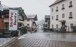 31.03.2020, Saalbach Hinterglemm, AUT, Coronaviruskrise, tägliches Leben mit dem Coronavirus, im Bild leere Straßen von Saalbach. Mit 01.04.2020, 00.00 Uhr wird die Pinzgauer Gemeinde Saalbach Hinterglemm unter Quarantäne gestellt // empty streets of Saalbach. The Pinzgau municipality of Saalbach Hinterglemm will be placed in quarantine on April 1, 2020 at 00:00., Saalbach Hinterglemm, Austria on 2020/03/31. EXPA Pictures © 2020, PhotoCredit: EXPA/ Stefanie Oberhauser