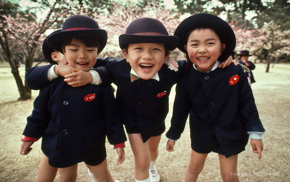 Elementary school children on field trip pose for the camera, Ritsurin-koen (garden), Takamatsu City, Kagawa Prefecture, Japan