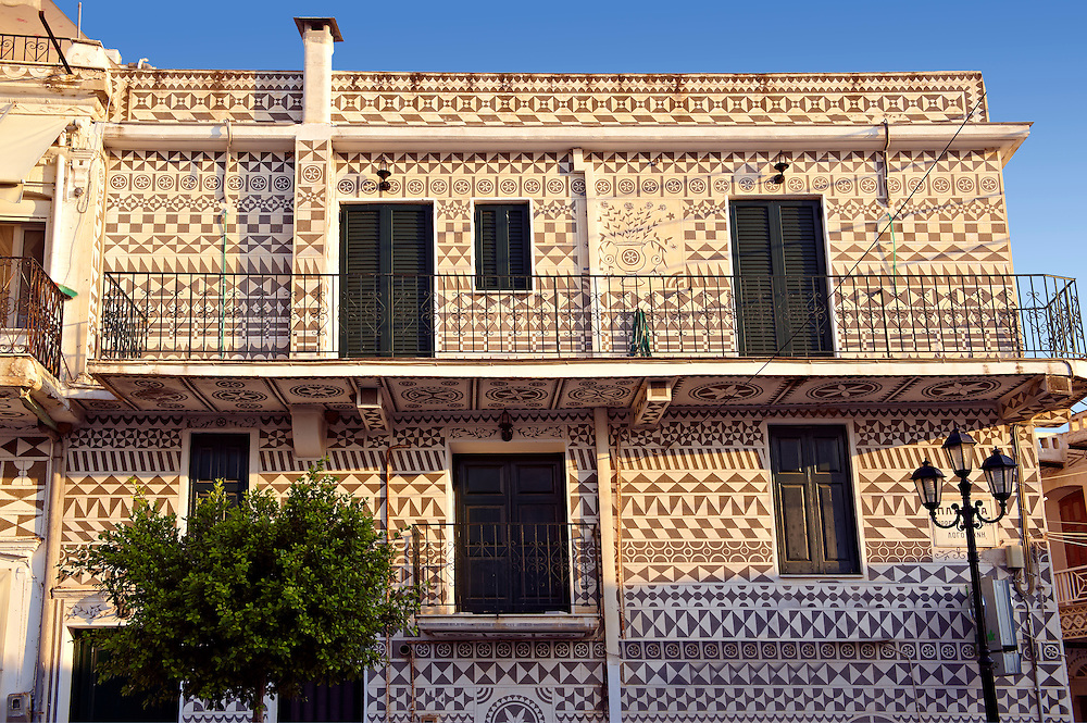 Xysta on the houses of Pygri, geometic patterned decorations in black and white that adorn the houses of the Mastic Villages of southern Chios dating back to the period Genoses rule. Mastichochoria area of Chios Island, Greece. .<br /> <br /> If you prefer to buy from our ALAMY PHOTO LIBRARY  Collection visit : https://www.alamy.com/portfolio/paul-williams-funkystock/chios.html<br /> <br /> Visit our GREECE PHOTO COLLECTIONS for more photos to download or buy as wall art prints https://funkystock.photoshelter.com/gallery-collection/Pictures-Images-of-Greece-Photos-of-Greek-Historic-Landmark-Sites/C0000w6e8OkknEb8