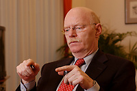 15 JAN 2003, BERLIN/GERMANY:<br /> Peter Struck, SPD, Bundesverteidigungsminister, waehrend einem Interview, in seinem Buero, Bundesministerium der Verteidigung<br /> Peter Struck, Federal Minister of Defense, during an interview, in his office<br /> IMAGE: 20030115-04-011