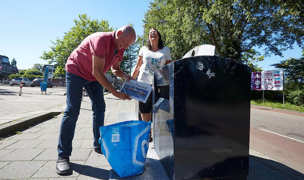 HAARLEM, 24 augustus 2016<br /> Circulaire economie, Danielle Gemser en Kees Kuvener deden mee aan het project 100-100-100. Afvalscheiding.<br /> FOTO MARTIJN BEEKMAN