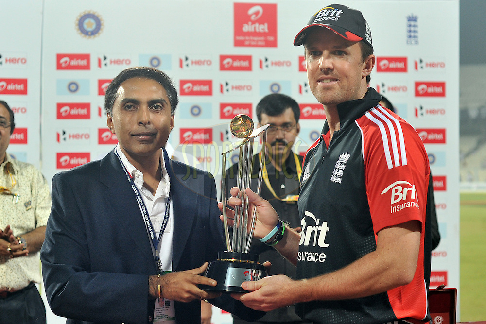 Graeme Swann of England receives the Airtel Trophy after England wins the  T20 International match between India and England held at the Eden Gardens Stadium, Kolkata on the 29th October 2011..Photo by Pal Pillai/BCCI/SPORTZPICS