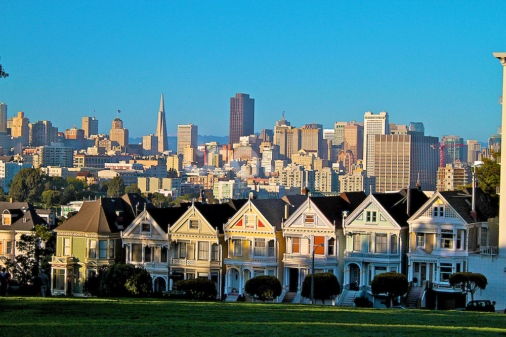 """San Francisco Full House, showing San fran skyline, Also known as the """"Painted ladies"""" near Alamo Square, San Francisco"""
