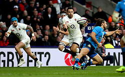 Ben Te'o of England catches the ball on his way to scoring a try - Mandatory by-line: Robbie Stephenson/JMP - 26/02/2017 - RUGBY - Twickenham Stadium - London, England - England v Italy - RBS 6 Nations round three