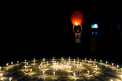 October 29, 2016 - Kolkata, West Bengal, India - On the eve of Diwali festival people of Kolkata in India are celebrating the occasion by deploying sky lanterns. (Credit Image: © Debsuddha Banerjee/Pacific Press via ZUMA Wire)