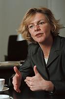19 JAN 2001, BERLIN/GERMANY:<br /> Margareta Wolf, Parl. Staatssekretaerin beim Bundeswirtschaftsministerium, waehrend einem Interview, in ihrem Buero, Bundeswirtschaftsministerium<br /> IMAGE: 20010119-02/01-15<br /> KEYWORDS: Staatssekretärin, Büro