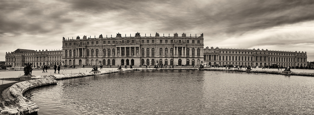 A panoramic view of Château de Versailles.  To say this place is large is an understatement.  The palace itself has over 700,000 square feet of floor space.  Then the gardens take over over 3 square miles.