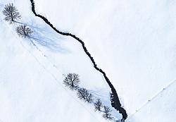 THEMENBILD - Bäume werfen schatten auf die schneebedeckte Landschaft, aufgenommen am 5. Feber 2018 in Zell am See - Kaprun, Österreich // Trees cast shadows on the snow-covered landscape, Zell am See Kaprun, Austria on 2018/02/05. EXPA Pictures © 2018, PhotoCredit: EXPA/ JFK