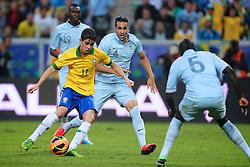 Oscar em lance do amistoso entre Brasil e França no estádio Arena do Grêmio, em Porto Alegre (RS). FOTO: Jefferson Bernardes/Preview.com