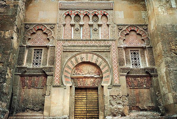 Spanje, Cordoba, 29-5-2007De moskee van Cordoba werd gebouwd tijdens de 9e en 10e eeuw en gewijd als de kathedraal in 1236. Een juweel van Hispanics kunst, de Mezquita, met zijn 850 zuilen, dubbele bogen en Byzantijnse mozaieken, is een erfenis van het Omajjad kalifaat in Spanje. In het centrum van het bos van de kolommen stijgt een 16de-eeuwse kathedraal.Foto: Flip Franssen/Hollandse Hoogte