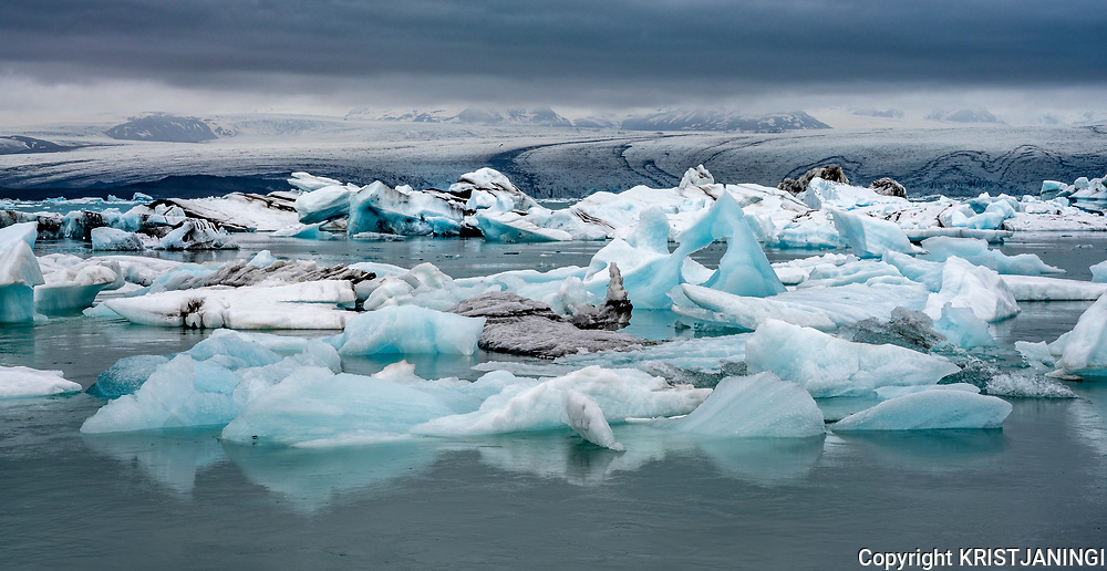 Icebergs from the glacier Breiðamerkurjökull floating on the lagoon Jökulsárlón