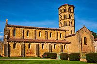 France, Saône-et-Loire (71), Brionnais, Anzy-le-Duc, église Notre-Dame-de-l'Assomption // France, Burgundy, Saône-et-Loire, Brionnais, Anzy-le-Duc, Notre-Dame-de-l'Assomption church