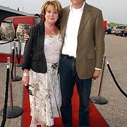 NLD/Bloemenaal/20050601 - Haringparty Showtime Noordzee FM, Catherine Keyl en partner Maurits Regenboog