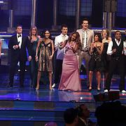 NLD/Hilversum/20080301 - Finale Idols 2008, alle ex deelnemers met presentatoren Wendy van Dijk en Martijn Krabbe