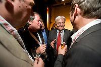 13 JUN 2009, BERLIN/GERMANY:<br /> Frank-Walter Steinmeier (2.v.R.), SPD Kanzlerkandidat und Bundesaussenminister, im Gespraech mit Journalisten, Presseabend des Vorwaerts vor dem a.o. SPD Parteitag, Umspannwerk Kreuzberg<br /> IMAGE: 20090613-03-065<br /> KEYWORDS: Franz Müntefering