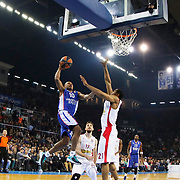 Anadolu Efes's Dontaye Draper (R) and Olympiacos Piraeus's Tremmell Darden (R) during their Turkish Airlines Euroleague Basketball Top 16 Round 5 match Anadolu Efes between Olympiacos Piraeus at Abdi ipekci arena in Istanbul, Turkey, Thursday January 29, 2015. Photo by Aykut AKICI/TURKPIX