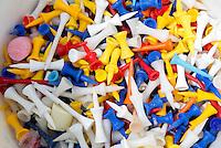 AMSTELVEEN - GOLF - Plastic Tees, afslaan, kleuren.Amsterdam Golf Show op de golfbaan van Amsteldijk. FOTO KOEN SUYK